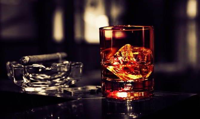 Rượu bia và thuốc lá là nguyên nhân gây ung thư hàng đầu.